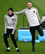 Nietypowa fryzura francuskiego obrońcy PSG Layvina Kurzawy