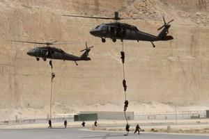 """""""Niewidzialny"""" Black Hawk sił specjalnych USA. Bierze udział w walkach z ISIS?"""