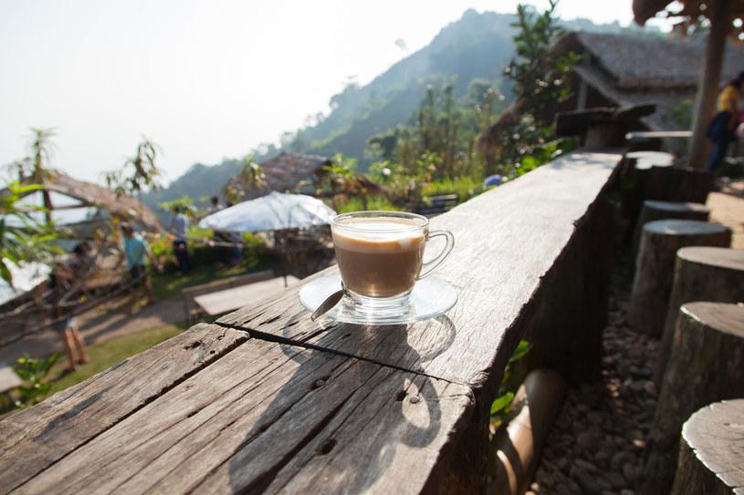 Niewiele trzeba, by stworzyć miły zaciszny kąt na balkonie /©123RF/PICSEL
