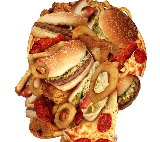 Niezdrowa dieta prowadzi do arteriosklerozy /123/RF PICSEL