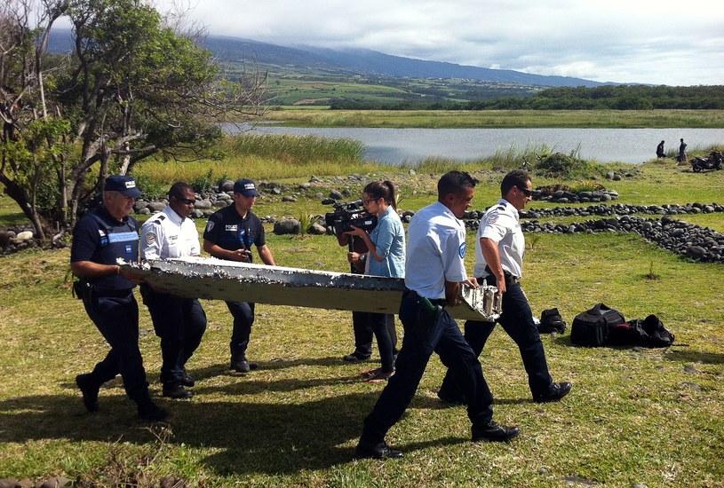 Niezidentyfikownay fragment samolotu znaleziono na francuskiej wyspie na Oceanie Indyjskim /YANNICK PITOU /AFP