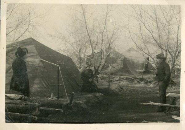 Namioty 19. pp. Gudakowski z lewej, Tock XI–XII 1941 r. AAN, Akta Leona Wacława Koca, sygn. 21
