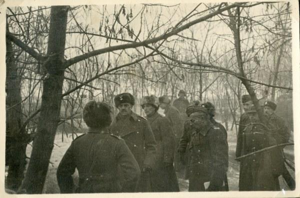 Gen. Władysław Anders przyjmuje meldunek, Tock XI–XII 1941 r. AAN, Akta Leona Wacława Koca, sygn. 21.