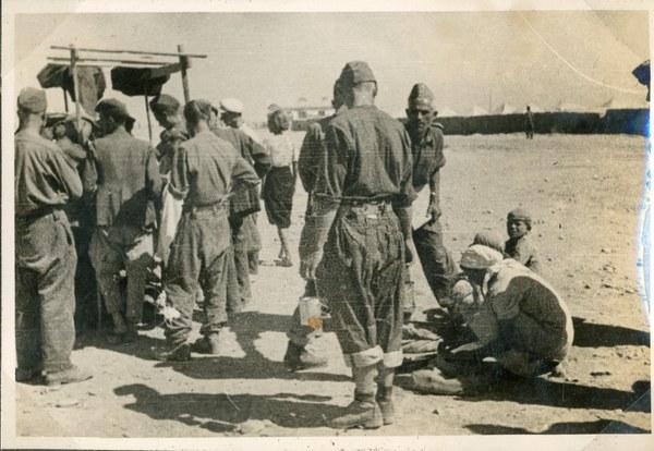 Bazar koło ziemianek pułku specjalnego, Guzar 1–10 VII 1942 r. AAN, Akta Leona Wacława Koca, sygn. 22