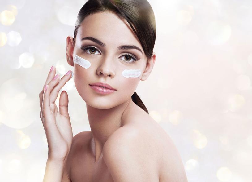 Niezwykle istotną sprawą jest mycie twarzy /Picsel /123RF/PICSEL