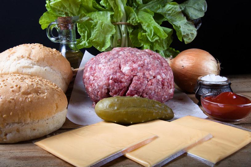 Nigdy nie łącz sera z mięsem - szybko zakwasisz organizm /123RF/PICSEL