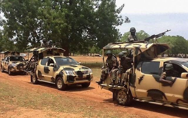 Nigerejskie wojsko walczy z islamistami /STR /PAP/EPA