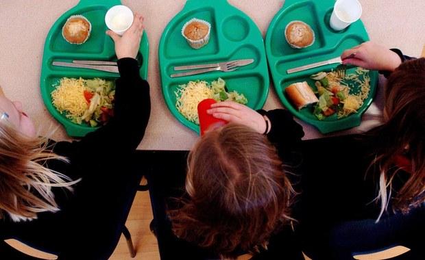 NIK alarmuje: Dzieci tyją, bo zdrowe żywienie w szkołach kuleje