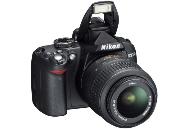Nikon D3000 - najpopularniejsza z lustrzanek sprzedwanych przez sieć Komputronik /materiały prasowe