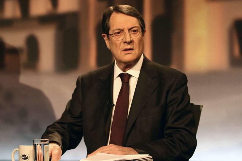 Nikos Anastasiadis wystąpił wieczorem z telewizyjnym orędziem do narodu. /Yiannis Kourtoglou /AFP