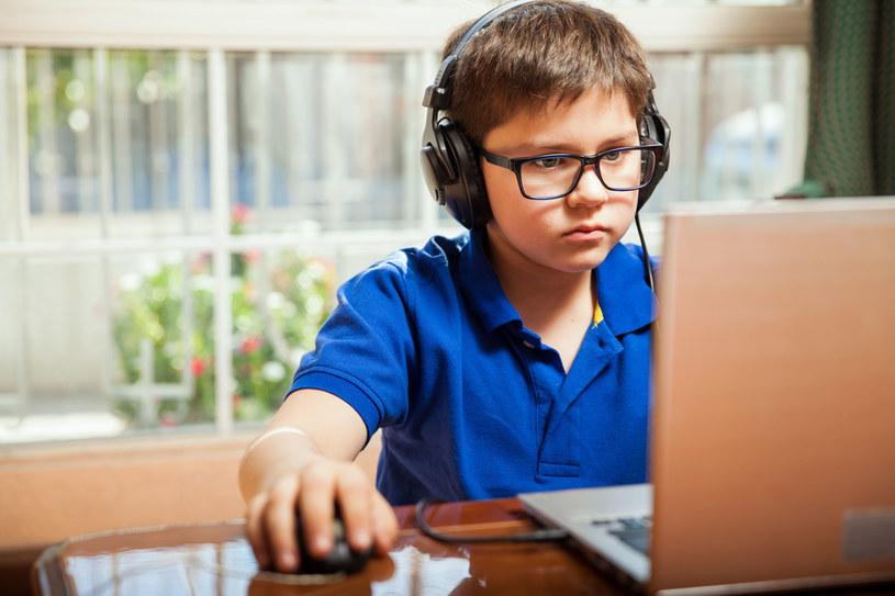 Nim zabierzesz dziecku komputer zastanów się, co dać w zamian /123RF/PICSEL