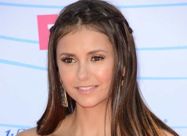 "Nina Dobrev i jej warkocz ""wodospad"" /Getty Images/Flash Press Media"