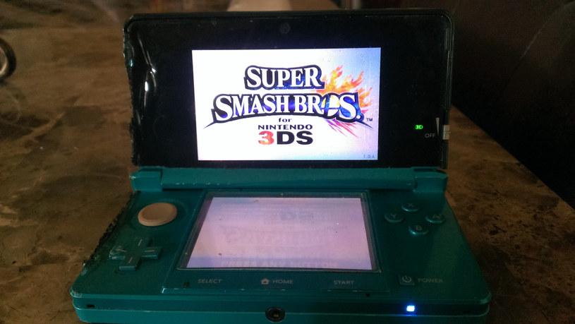 Nintedo 3DS po nadpaleniu i zalaniu nadal działa - zdjęcie pochodzi ze strony imgur.com/a/AqVH9 /materiały źródłowe