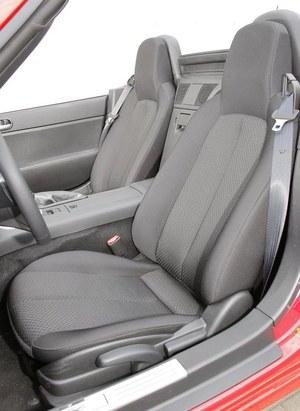 Nisko umieszczone fotele zapewniają wystarczające podparcie. /Motor