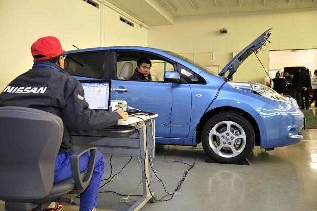 Nissan leaf ma problem z zapalaniem /AFP