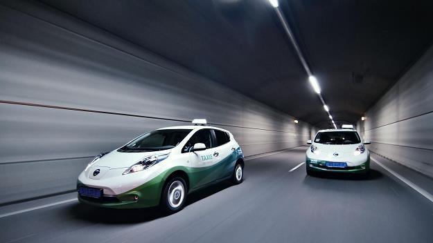 Nissan Leaf przechodzi testy jako taksówka w różnych miastach /