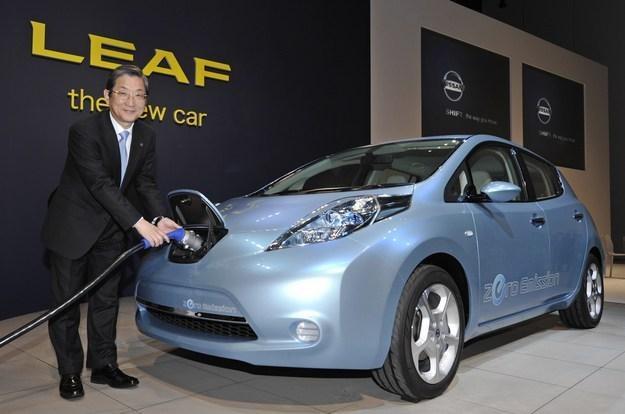 Nissan leaf - samochód roku 2011 /AFP