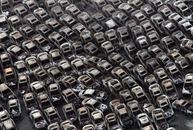 Nissany i infiniti po fali i pożarze /AFP