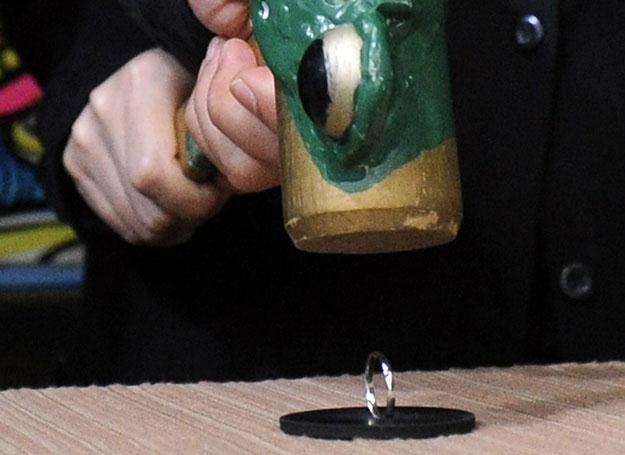 Niszczenie obrączki - ostatnie wspólne działanie /AFP