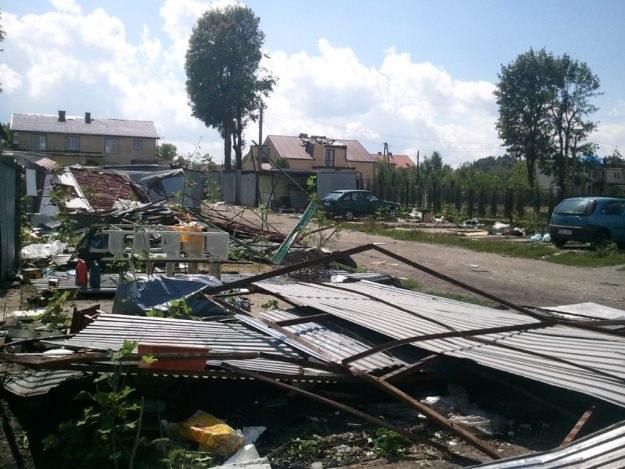 ...niszczyła blaszane garaże /INTERIA.PL