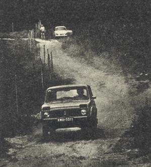Niwa w swoim żywiole. Nierówności polnych dróg w ogóle się nie liczą. /Motor