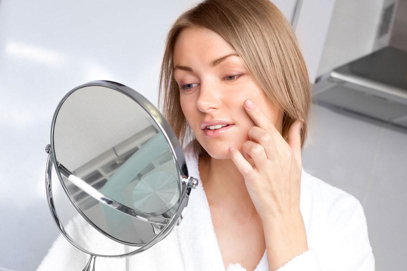 Nocą twoja skóra się regeneruje. Warto jej w tym  pomóc /123RF/PICSEL