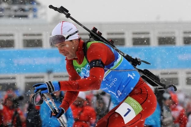"Norweski biathlonista Ole Einar Bjoerndalen zasłużył na tytuł ""króla nart"" /AFP"