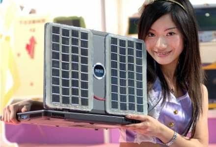 Notebook na energię słoneczną - pokaz w Tajpei /AFP