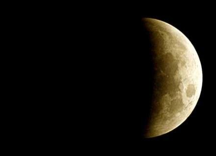 Nów księżyca przynosi dobre samopoczucie i wyciszenie. /AFP