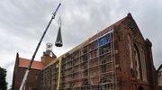 Nowa iglica na kościele w Kołbaczu