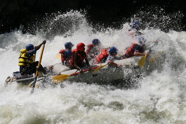 Nowa Zelandia to świetnie miejsca na rafting /123/RF PICSEL
