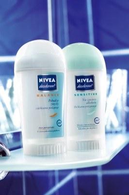 Nowe dezodoranty w sztyfcie NIVEA Deo Sensitive&Balance /materiały prasowe