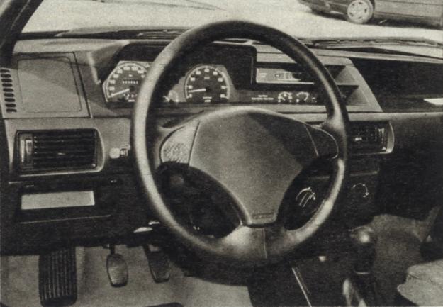 Nowe modele Tipo i Tempra mogą być wyposażane w poduszkę gazową i napinacze pasów bezpieczeństwa (dopłata około 700 dolarów). Ciekawostkę stanowi fakt, iż Fiat oferuje aż trzy rodzaje przekładni: mechaniczną pięciobiegową, czterostopniową automatyczną oraz bezstopniową. /Motor