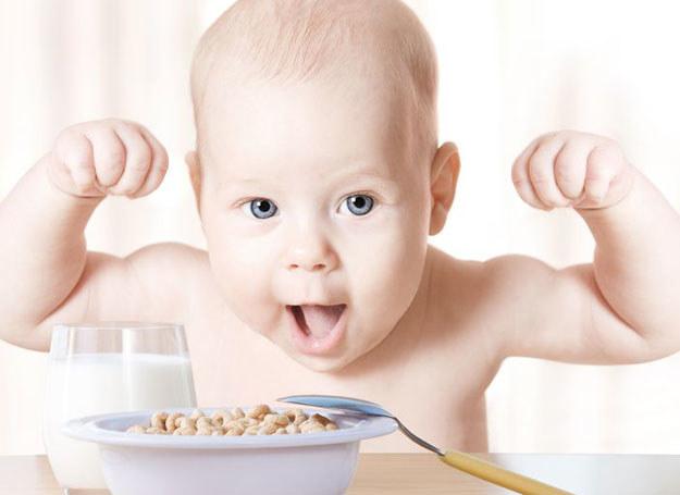 Nowe produkty nadal podawaj ostrożnie, ze względu na możliwość wystąpienia u dziecka reakcji alergicznej /©123RF/PICSEL