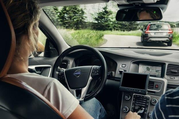 Nowe Volvo będzie samo skręcało, wykrywało przeszkody i hamowało /