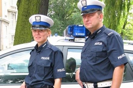 Nowe wzory mundurów /Policja