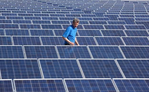 Nowej generacji ogniwa fotowoltaiczne mają dostarczać więcej energii elektrycznej i być tańsze w produkcji /AFP