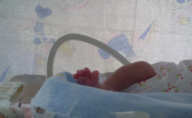 Noworodek urodził się z dwoma promilami alkoholu we krwi. Sprawa trafi do prokuratury