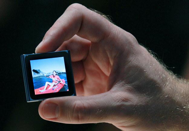 Nowy iPod nano - bardzo oryginalne i odważne zagranie ze strony Apple. Dla niektórych za bardzo /AFP