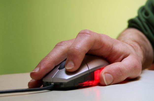 Nowy program pozwala za pomocą jednej klawiatury i myszy sterować nawet czterema komputerami /stock.xchng