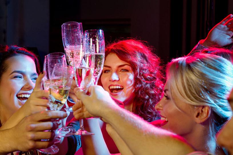 Nowy Rok witamy najczęściej winem musującym /123RF/PICSEL