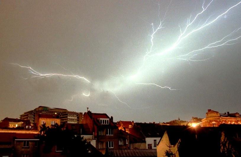 Nowy sposób ochrony domów przed piorunami /AFP