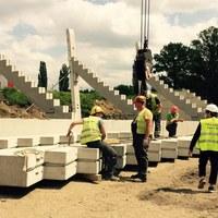Nowy stadion żużlowy w Łodzi rośnie w oczach