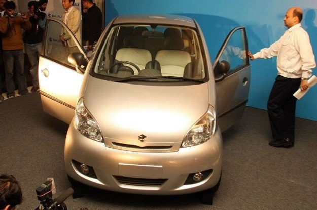 Nowy, supertani samochód będzie produkowany przez indyjską firmę Bajaj /AFP