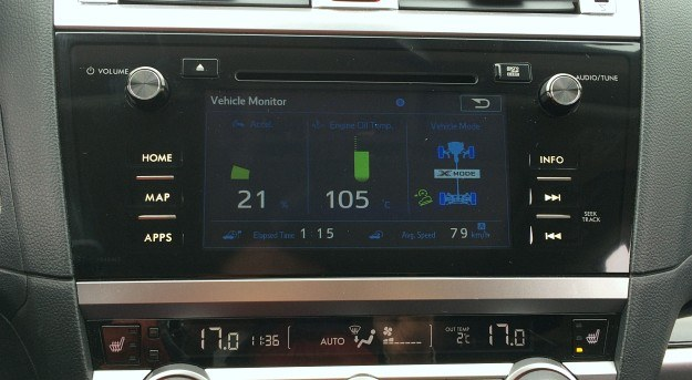"""Nowy system multimedialny z dotykowym, 8-calowym wyświetlaczem ma prosty interfejs, funkcję MirrorLink (umożliwia korzystanie z aplikacji zainstalowanych w niektórych telefonach) i reaguje na gesty ze smartfonów, np. """"szczypanie"""". Na ekranie można m.in. obserwować parametry pracy układu napędowego. /Motor"""