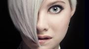 Nowy trend. Siwe włosy