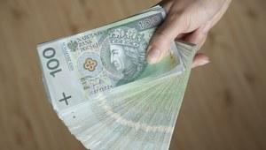 """NSZZ """"Solidarność"""" chce podniesienia płacy minimalnej w 2019 r. do 2278,5 zł, OPZZ do 2383 zł"""