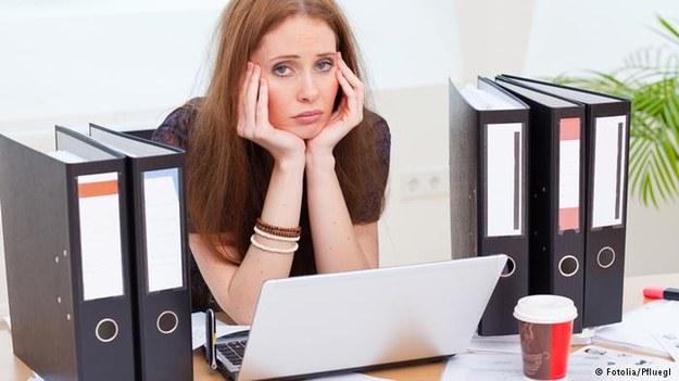 Nuda w pracy jest tak samo szkodliwa dla zdrowia jak wypalenie zawodowe /Deutsche Welle