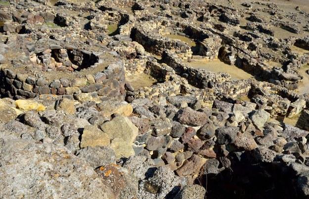 Nuragi - kamienne budowle na Sardynii /123/RF PICSEL