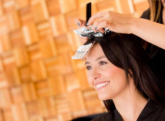 O farbowane włosy trzeba szczególnie dbać /123/RF PICSEL